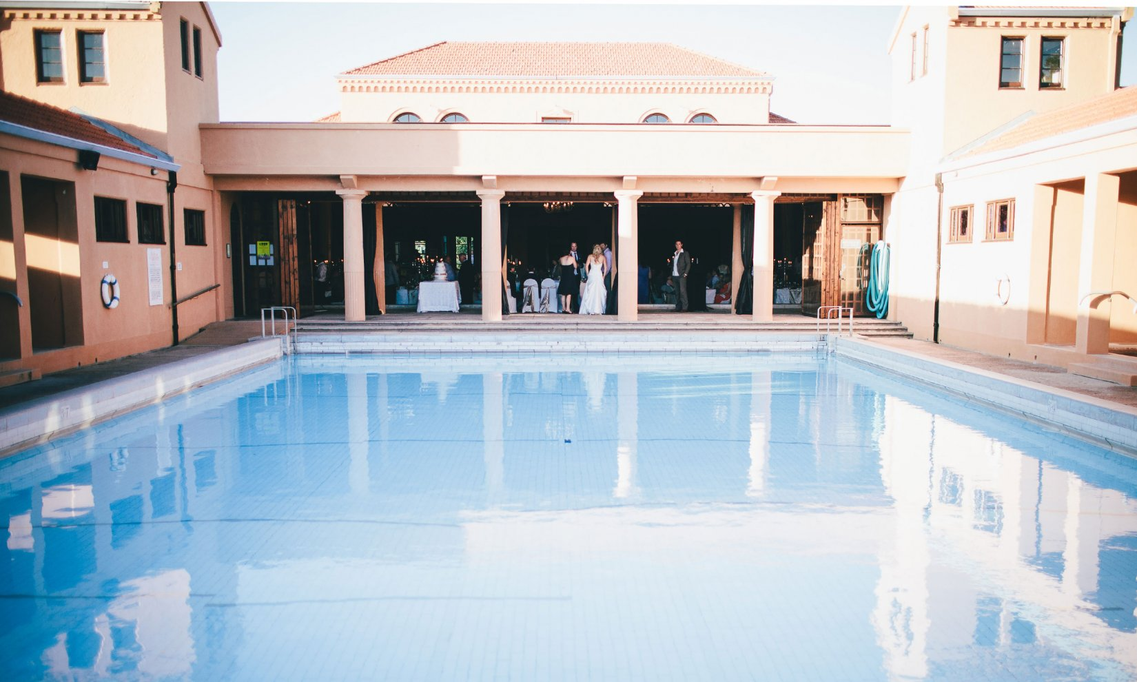 The trellis wall dividing the Pools from the Lido Lounge can be opened, providing a stunning backdrop for the duration of exclusive events.